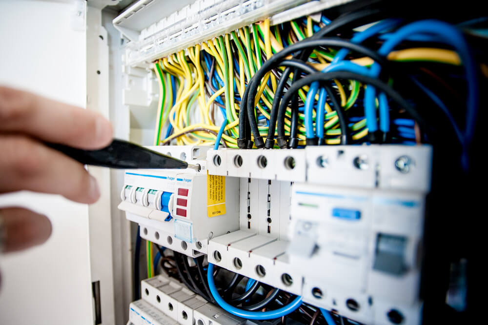 Electricians - Zvar, s.r.o. | Worldwide Industrial Services and Personal Agency