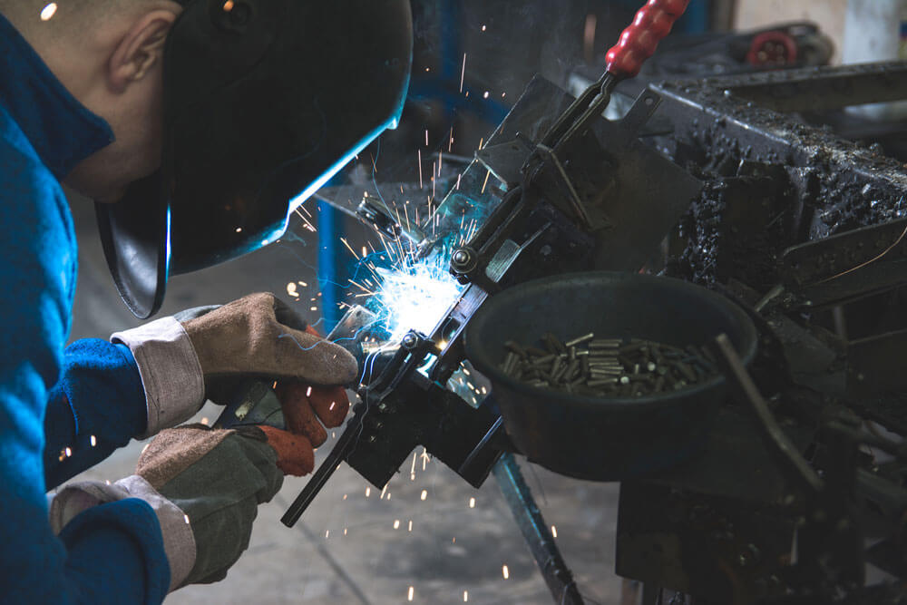 Welders - Zvar, s.r.o. | Worldwide Industrial Services and Personal Agency